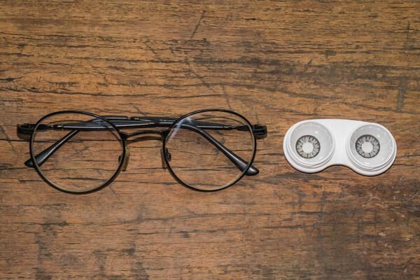 コンタクトレンズと眼鏡